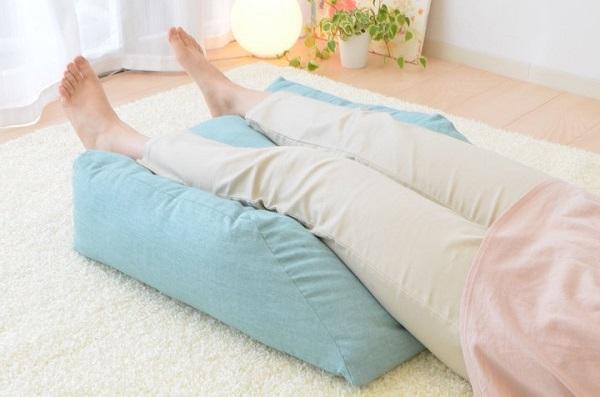 デブボディを支える足にも癒やしが必要!足のむくみと疲れは「足専用枕」で解消